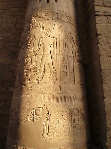 神柱上的雕畫