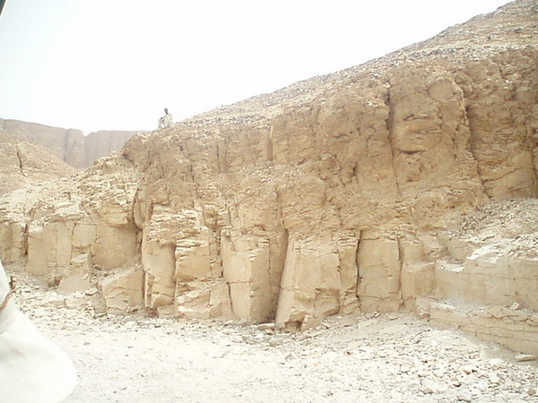 帝王谷至今仍有不少盜墓者