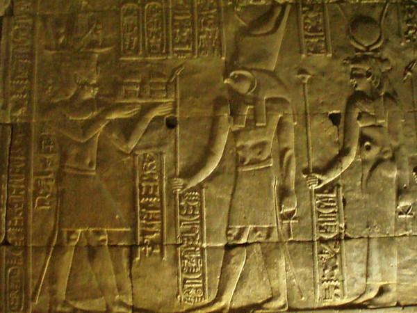 霍魯斯神殿的壁畫很美也保存的很好