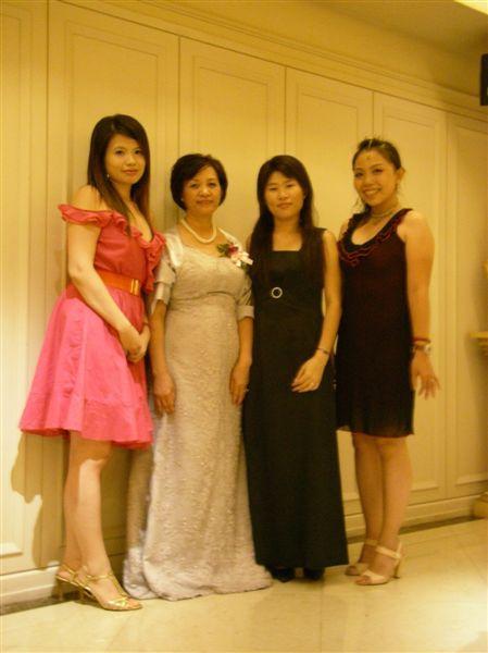 姐妹們跟我老媽