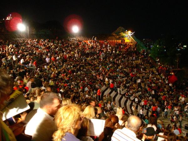 滿滿都是人的演唱會