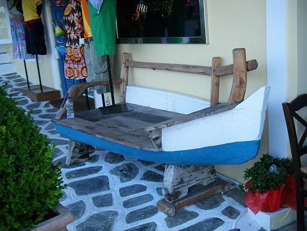 船造型的木椅