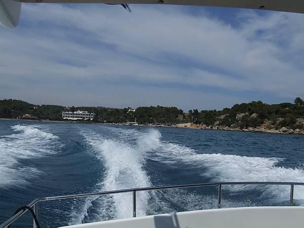 我們搭的快艇小船
