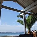 靠海邊的咖啡廳