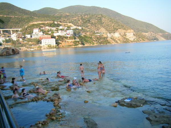 溫泉與海水的交界處