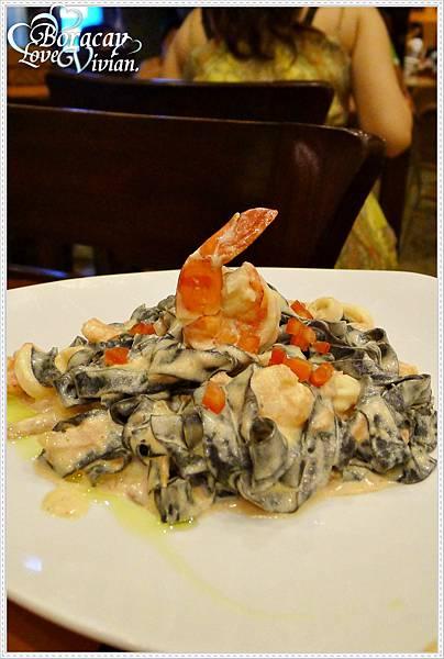 Fettuccine nere in crema di mare