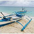 海岸邊停放的漁船