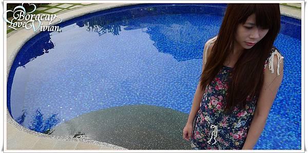 藍藍的游泳池