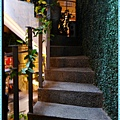 充滿綠色的樓梯布置