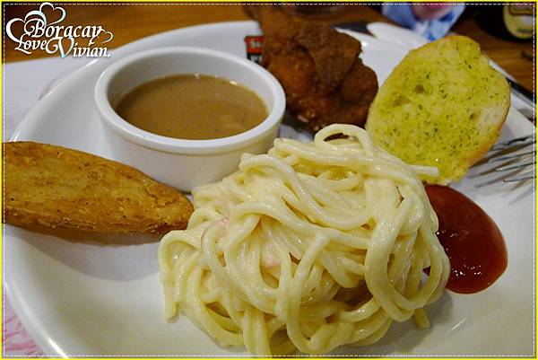 在馬尼拉機場的一餐