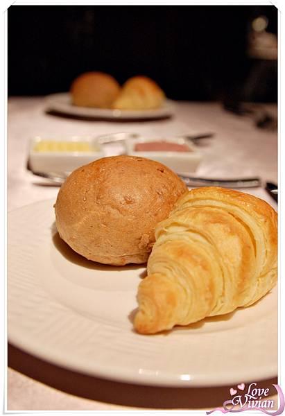 麵包(奶油 肝醬)