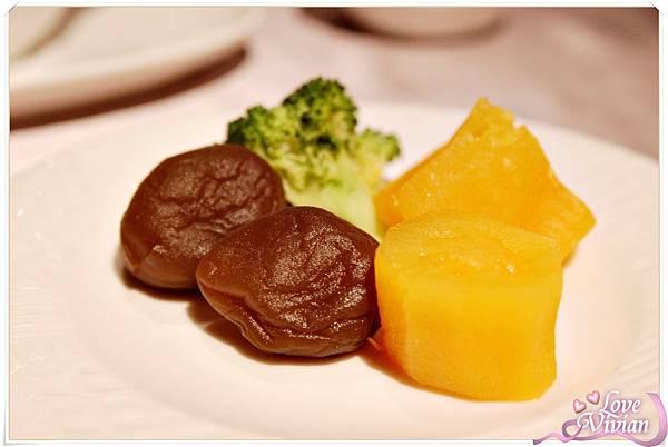 配菜 : 川燙花菜 酸梅 地瓜