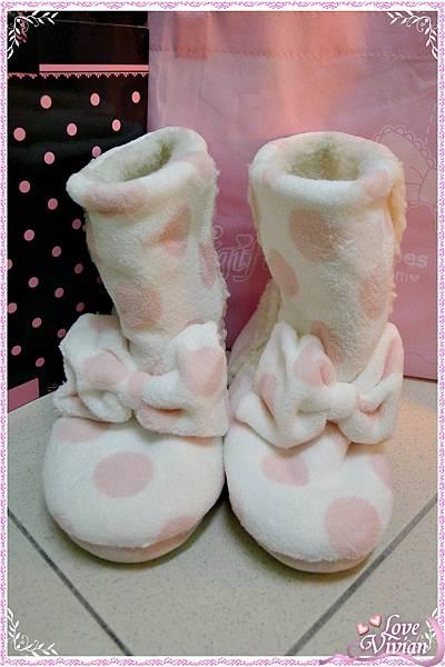 粉紅色點點室內靴