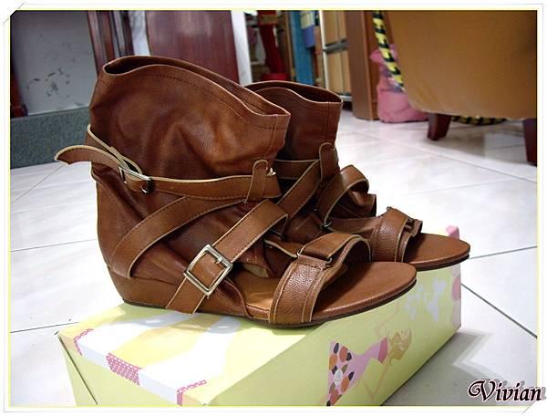 第一雙 棕色涼鞋