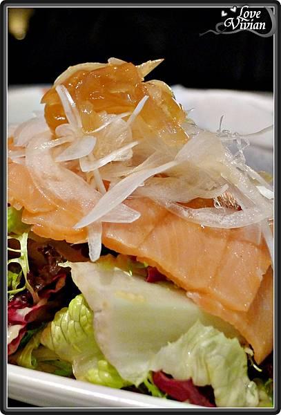 好吃的燻鮭沙拉