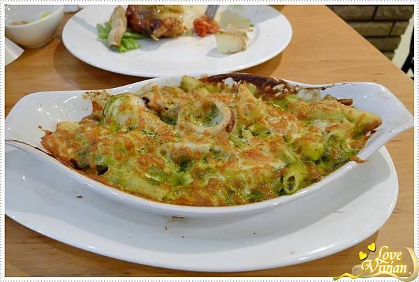 奶油青醬海鮮焗麵 240元