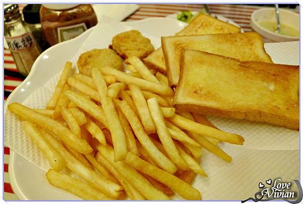 烤土司  薯條  雞塊
