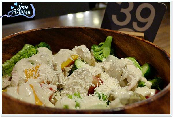 木碗沙拉 ~凱薩雞肉沙拉   170元
