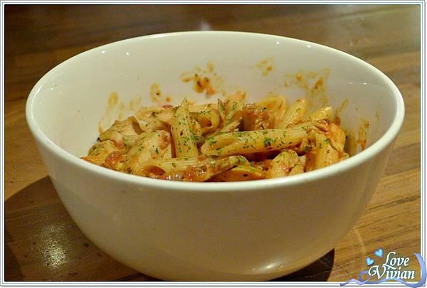義大利碗麵~番茄辣味雞肉麵   180元