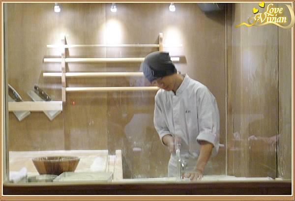 正在製作手打麵的師傅
