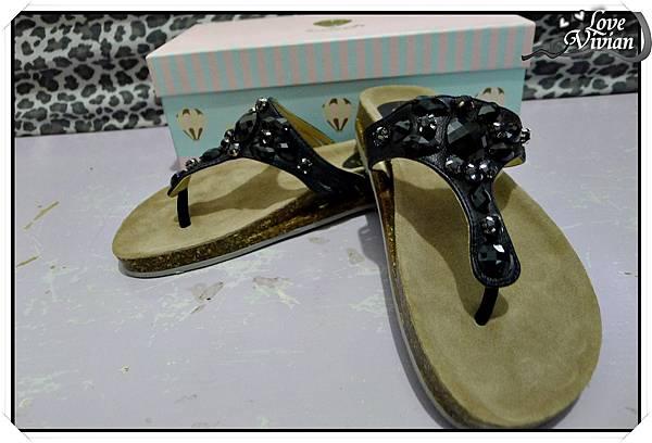 寶石夾腳鞋  450元