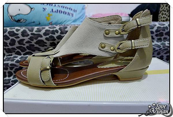 KAZANA平底拼色涼鞋  450元