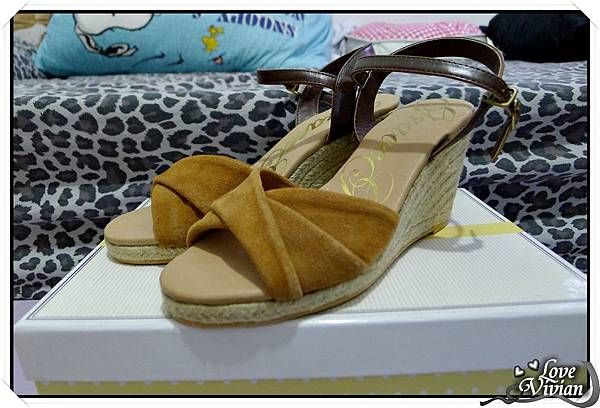 Grace gift 撞色楔型涼鞋  450元