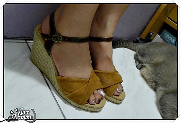 試穿~Grace gift 撞色楔型涼鞋