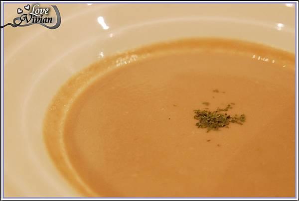湯:卡布蘑菇濃湯
