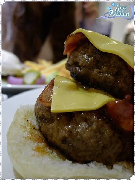 雙層牛肉培根漢堡~雙層牛肉