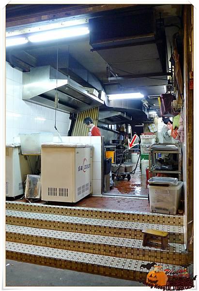 廚房在隔壁~真的是炭火唷.jpg