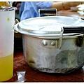 整個鍋子拿上桌ㄟ.jpg