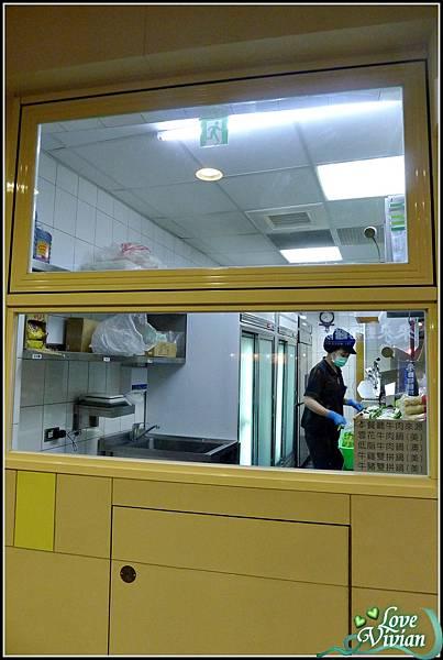 可以看到廚房內部.jpg