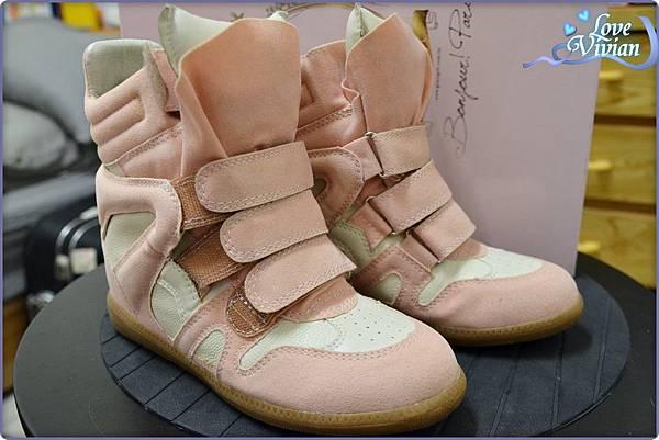 馬卡龍系列粉色的內增高休閒鞋 699元01.jpg