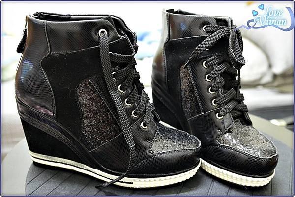 黑色亮片內增高休閒鞋 699元01.jpg