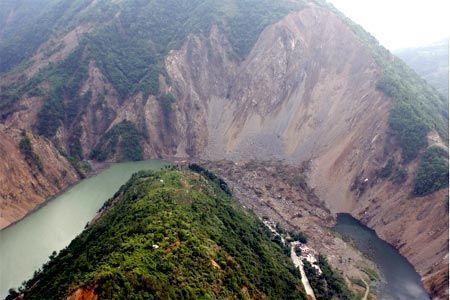 北川縣內因地震因素所形成堰塞湖.jpg