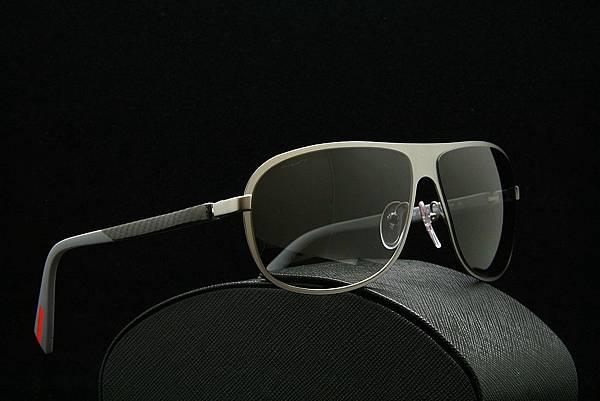 PRADA太陽眼鏡SPS 56O簡約時尚精品