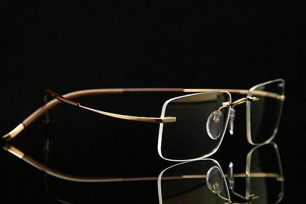 Silhouette詩樂眼鏡 7577 純鈦無螺絲設計 無重量、無邊眼鏡