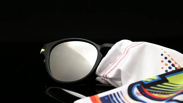 OAKLEY LATCH VALENTINO ROSSI VR46 OO9265-2153 聯名版太陽眼鏡 高雄得恩堂左營店