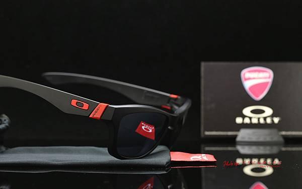 OAKLEY Ducati Jupiter 24-094 鏡片重製實錄 高雄得恩堂左營店 專業銷售店