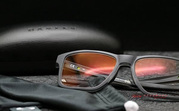Oakley CHAMFER SQUARED光學近視眼鏡 & Essilor依視路全視線多焦點駕車鏡片