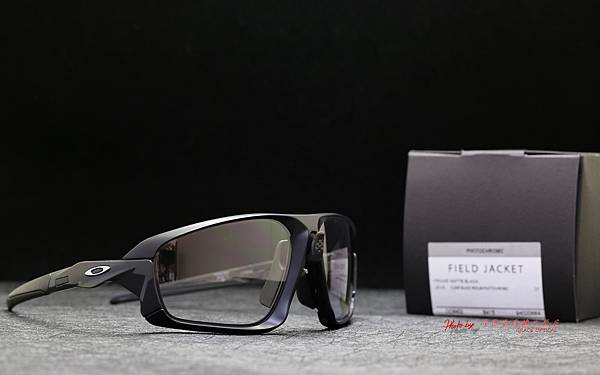 OAKLEY FIELD JACKET Photochromic OO9402-0664 變色款運動型太陽眼鏡 高雄得恩堂左營店 專業銷售店