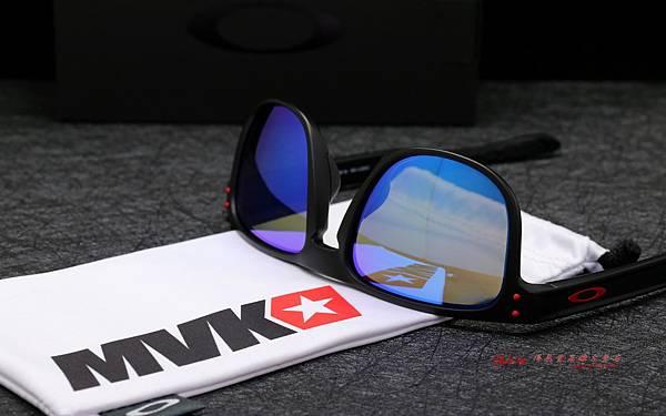 OAKLEY Holbrook R Maverick Vinales OO9377-1355 馬維里克·維那勒斯 聯名版太陽眼鏡 高雄得恩堂左營店 專業銷售店