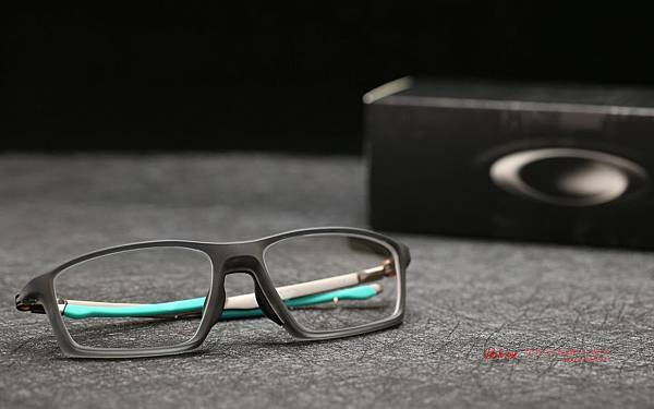 Oakley Chamber titanium OX8138 光學眼鏡 & 法國依視路全視線視無限變色鏡片