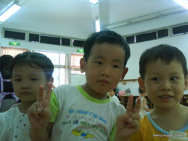 和新同學合照 2009-8-18 上午 09-04-48.JPG