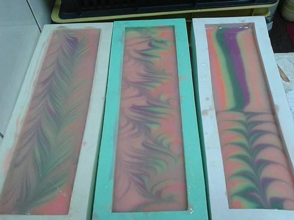 #444彩虹鮮奶馬賽皂