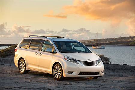 2016-Toyota-Sienna-Minivan-photo-01-800.jpg