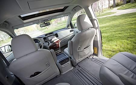 2012-Toyota-Sienna-XLE-interior.jpg
