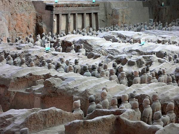 陝西省.西安市-秦始皇兵馬俑博物館(首先開放一號坑於1979年10月1日)39-12.jpg