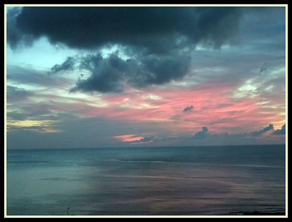 第一天的日出雲彩